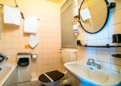 3---Pokój-2-osobowy-ekonomiczny---łazienka